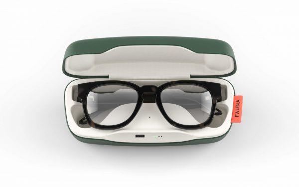 Fauna Memor Havana audio glasses in charging case